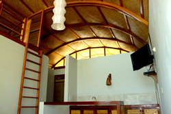 The reed matt and wood vaulted ceilings of all the Kites Mancora houses provide a luxurious and natural feel to the living room